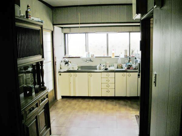 滋賀県彦根市 キッチン、リビング内装改修 施工前