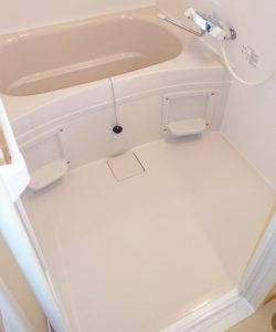 広い浴槽でゆったりバスタイム