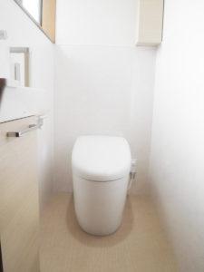 タンクレスでお掃除もしやすいトイレ